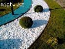 Галька белая мрамор натуральный в саду